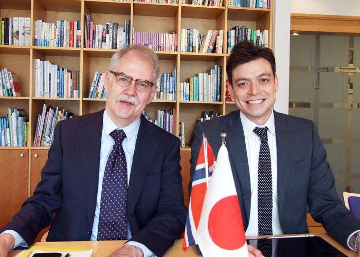 ノルウェー大使館 通商技術参事官 ロルフ・アルムクロヴ様と、通商技術部 マーケットアドバイザーのミカール・ルイス・ベルグ様